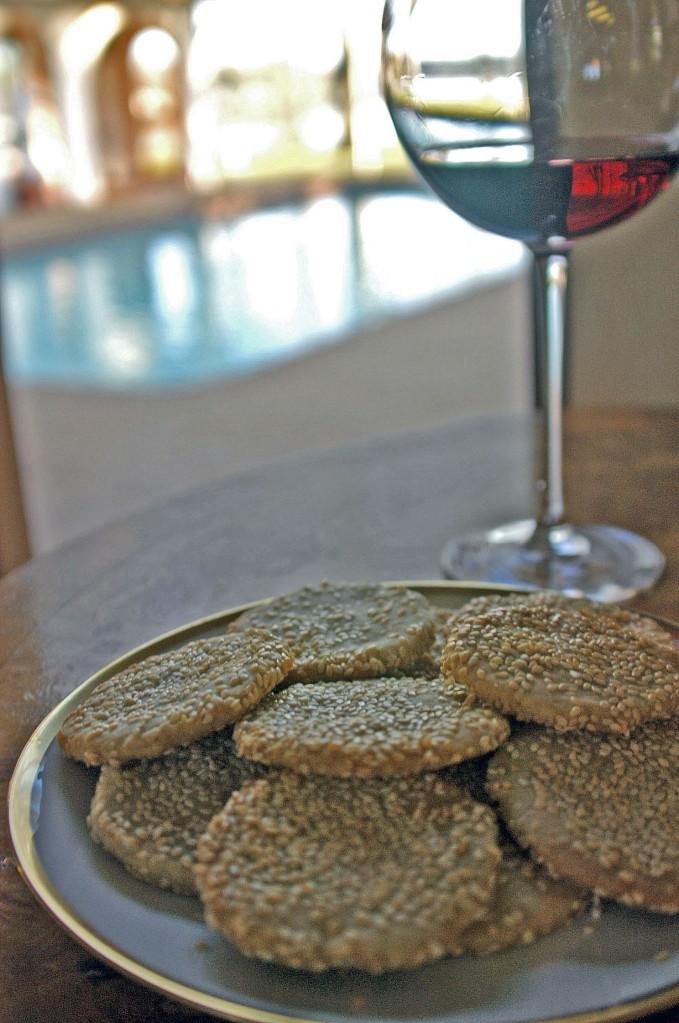 sesame and roquefort biscuits 1