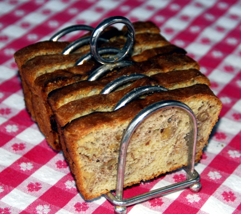 white bread with walnuts_1